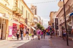 NICOSIA - 13 DE ABRIL: Calle de Ledra, una calle importante de las compras Imagenes de archivo