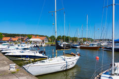 Nida Yacht nella laguna immagini stock