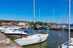 Nida Yachts dans la lagune images stock