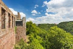 Nideggen slott och landskap i Eifelen, Tyskland royaltyfria bilder
