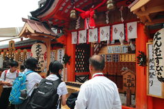 Nidentified Visitors purchase Japanese luck amulet in Kiyomizu-Dera Temple Royalty Free Stock Photos