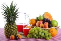 Nido con frutta Immagine Stock Libera da Diritti