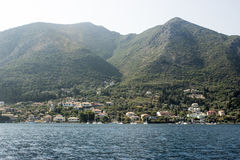 Nidri港口的遥远的看法 免版税库存照片