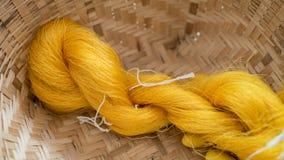 Nids en soie thaïlandais de cocons de fil et de ver à soie Photographie stock