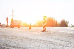 Nieść out napraw pracy: asfaltowy rolkowy sztaplowanie i odciskanie gorący kłaść asfalt Maszynowa naprawianie droga fotografia royalty free