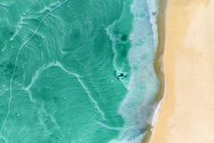 Nieżywego morza linia brzegowa w pustynnym bezludnym extraterrestrial krajobrazu widok z lotu ptaka obrazy royalty free