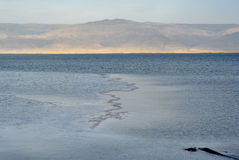 Nieżywego morza powierzchnia przy zmierzchem. Zdjęcia Royalty Free