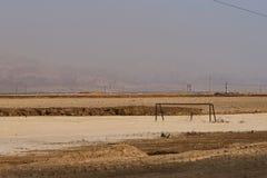 Nieżywy boisko piłkarskie blisko Nieżywego morza Fotografia Stock