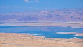 Nieżywy morze z Judea górami w Jordania i pustynią Zdjęcia Royalty Free