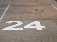 Nie 24 na cementowej podłoga dla parking samochodowego Fotografia Stock
