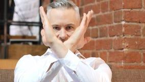 Nie, Odrzucający gest wieka średniego mężczyzna zdjęcia stock