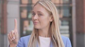 Nie, Odrzucający Młodego bizneswomanu zbiory wideo