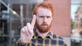 Nie, Odrzucający rudzielec brody młodego człowieka zbiory wideo