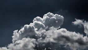 Nieba chmurny ciemny tło Obrazy Stock