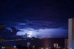 Nieba miasto - Ciudad Cielo Azul przeciw Rayo Obrazy Royalty Free