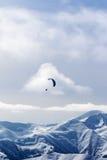 Nieba szybownictwo w zima śniegu górach Obraz Stock