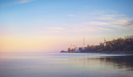 Nieba tło na zmierzchu, nadbrzeże składu projekta elementu natury raj Panoramiczny zmierzchu nieba tło Taganrog zatoka, Azov morz Zdjęcie Stock