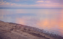 Nieba tło na zmierzchu, nadbrzeże składu projekta elementu natury raj Panoramiczny zmierzchu nieba tło Taganrog zatoka, Azov morz Zdjęcia Royalty Free