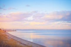 Nieba tło na zmierzchu, nadbrzeże składu projekta elementu natury raj Panoramiczny zmierzchu nieba tło Taganrog zatoka, Azov morz Zdjęcia Stock