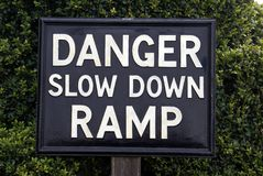 Niebezpieczeństwo puszka rampy wolny znak Fotografia Stock