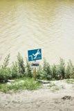 Niebezpieczeństwo sygnał spadać w wodę Obraz Royalty Free