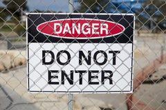 niebezpieczeństwo wchodzić do nie znaka Obrazy Stock