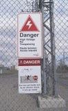 Niebezpieczeństwo woltażu bezpieczeństwa Szyldowy Elektryczny Wysoki ostrzeżenie Zdjęcia Stock
