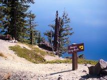 Niebezpieczeństwo znak przy Krater jeziorem Oregon Zdjęcia Stock