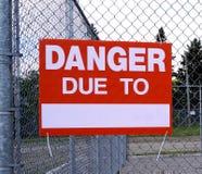 Niebezpieczeństwo znak Na metalu ogrodzeniu Obraz Stock