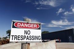 Niebezpieczeństwo Żadny Trespassing znak Obrazy Royalty Free
