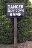 Niebezpieczeństwo puszka rampy wolny znak Obrazy Stock