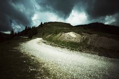 Niebezpieczna droga nad wzgórzami Obraz Royalty Free