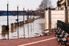 Niebezpieczna rzeczna powódź. obraz stock