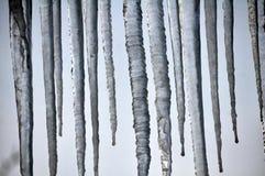 Niebezpieczny lodowy sopel zdjęcie royalty free