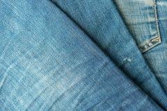 Niebiescy dżinsy stos bawełniana drelichowa szczegółu tkaniny cajgów tekstura obrazy royalty free