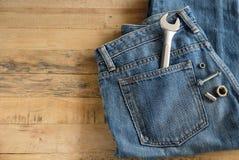 Niebiescy dżinsy i wyrwanie Obrazy Stock