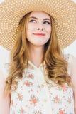niebieska dziewczyna blondynki stanowi jedwabny nosi studio Obrazy Royalty Free