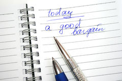 niebieska notatka pisze srebrzystego księgowej Fotografia Stock
