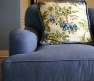 niebieska sofa obraz royalty free