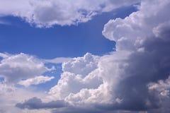 niebieska tła rana chmury strzału niebo białe Zdjęcia Royalty Free