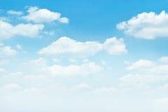 niebieska tła rana chmury strzału niebo białe Obrazy Royalty Free