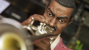 niebieski b palców zawodnika ogniska ton saksofonowa na trąbce obrazy royalty free