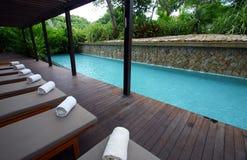niebieski bryczka poolside holów kurortu spa Fotografia Stock