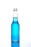 niebieski butelkę białego Zdjęcia Royalty Free