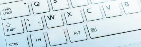 niebieski do zbliżenia głębokości wpływu pola komputerowy ucieczka filtr koncentrowała się kluczowe klawiaturową płytko promienio Zdjęcie Stock