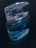 niebieski Eau De toilette. Zdjęcie Stock