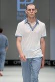niebieski fotografa mody flash pokaz odcień Mężczyzna wizerunek i styl Zdjęcia Royalty Free