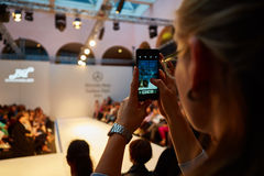 niebieski fotografa mody flash pokaz odcień Zdjęcia Royalty Free