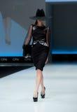 niebieski fotografa mody flash pokaz odcień Kobieta na podium Fotografia Royalty Free