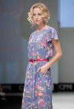 niebieski fotografa mody flash pokaz odcień Kobieta wizerunek i styl Obrazy Stock